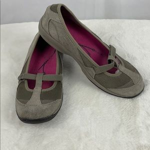 Easy Spirit Leather Upper Flat Shoes, Size 8